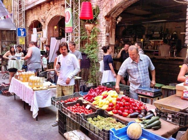 szimpla-bar-budapest-farmers-market-photo