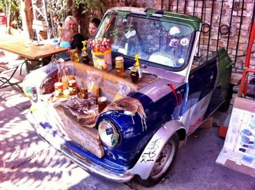 szimpla-bar-market-car-photo