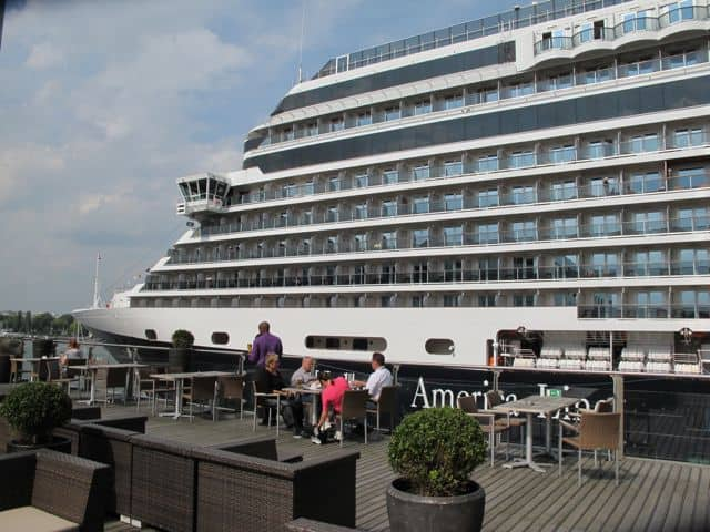movenpick-hotel-amsterdam-terrace-photo