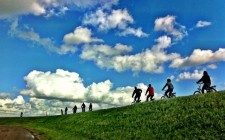 cycling-on-dike-dyke-holland-photo