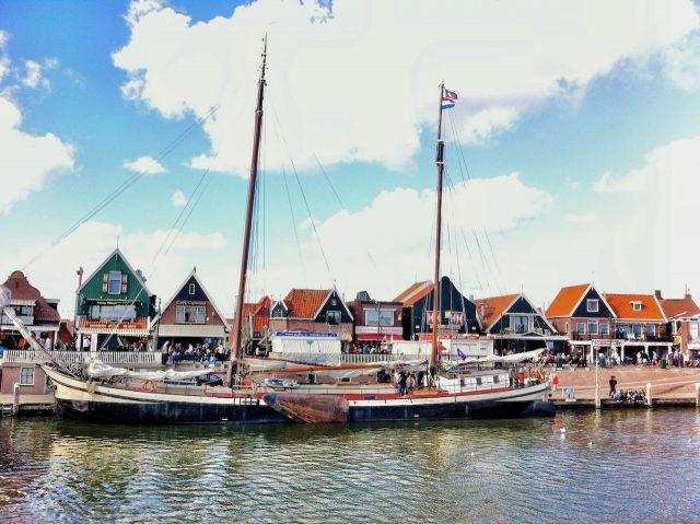volendam-harbour-photo