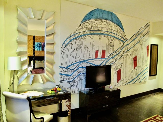 hotel-indigo-tower-hill-room-mural-photo
