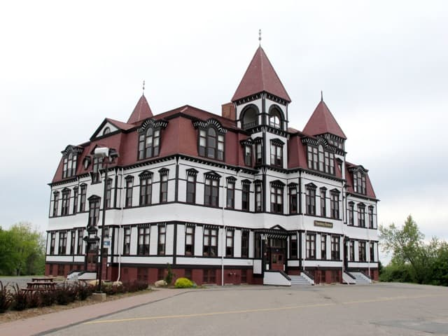 lunenburg-academy-photo