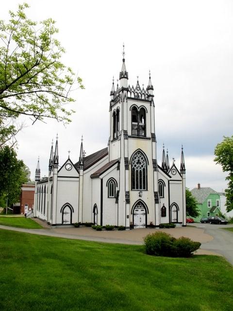 st-johns-anglican-church-lunenburg-photo