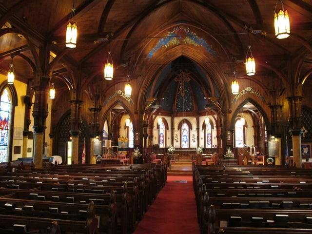 interior-st-johns-church-lunenburg-photo