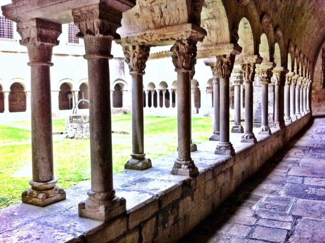 girona-cathedral-cloister-photo