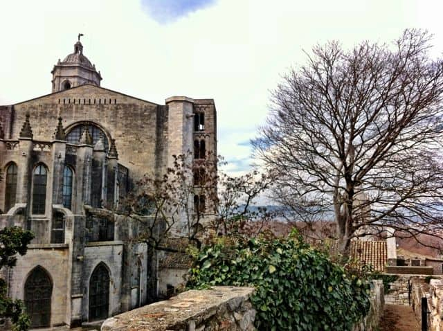girona-wall-walk-cathedral-photo