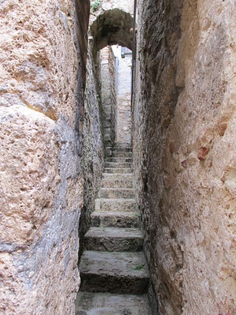 narrowest-street-italy-photo