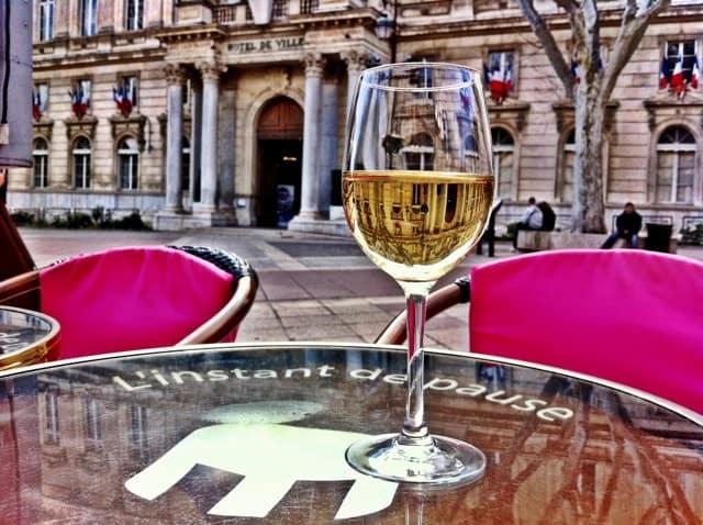 Velvet Moments: travel photo – a moment in Avignon