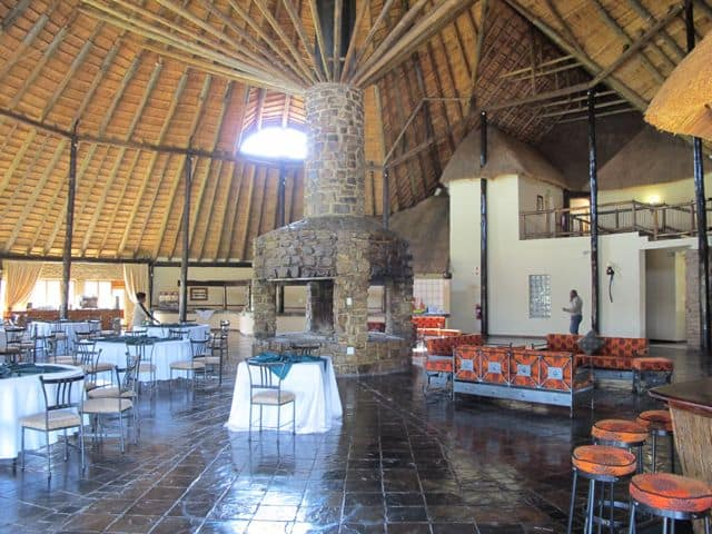 stonehenge-africa-lodge-atrium-photo