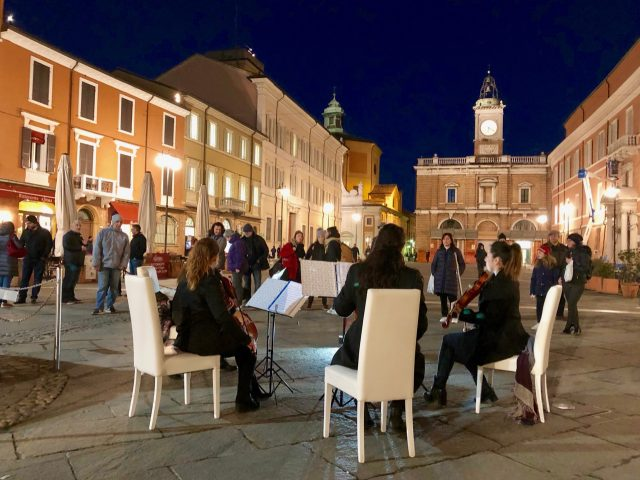 piazza-popolo-ravenna-night-photo