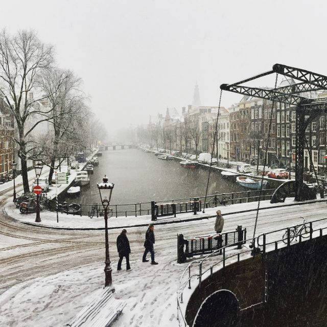 amsterdam-canal-snow-photo