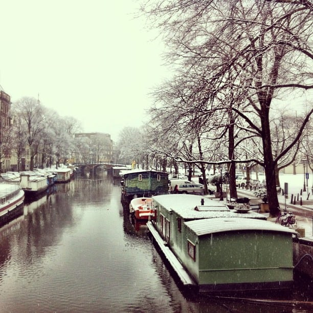 amsterdam-winter-snowy-canal-photo