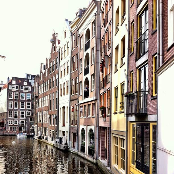 canal-houses-Amsterdam-photo