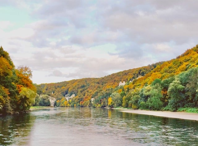 daunbe-river-fall-colors-photo