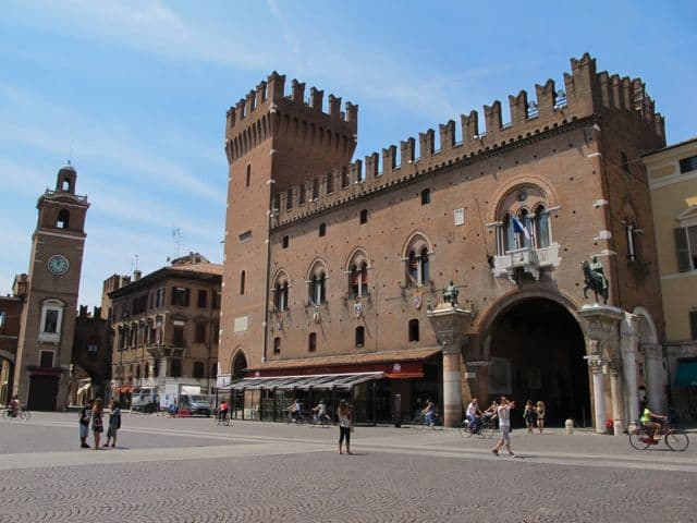 municipal-palace-ferrara-photo