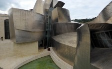 guggenheim-bilbao-curves-photo