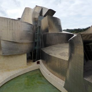 guggenheim-bilbao-curves-photo