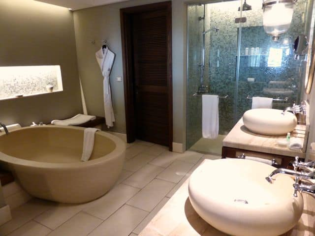 st-regis-mauritius-bathroom-photo