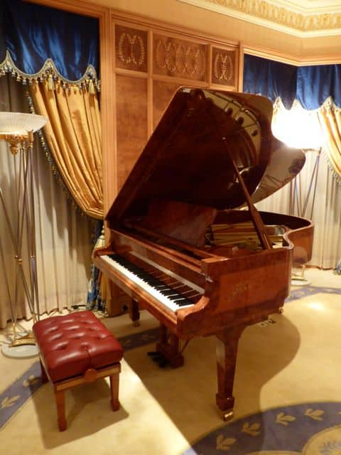 grand-piano-emperor-suite-photo