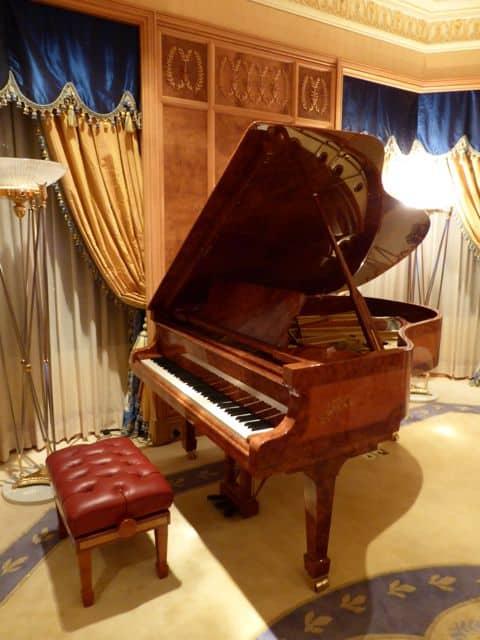grand-piano-emperor-suite-photo
