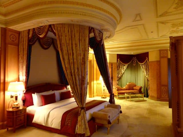 emperor-suite-bedroom-photo
