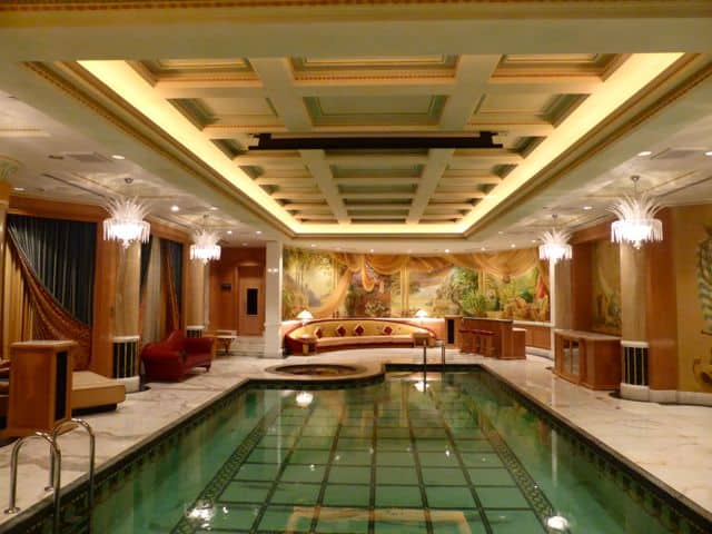 emperor-suite-pool-photo