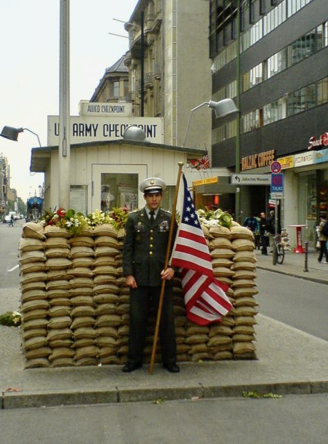 checkpoint-charlie-berlin-photo