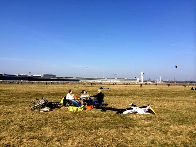 picnic-tempelhof-park-photo