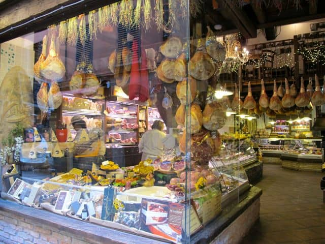 local-produce-bologna-shop-photo