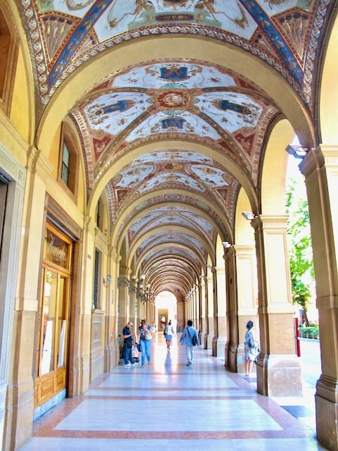 bologna-arcade-photo