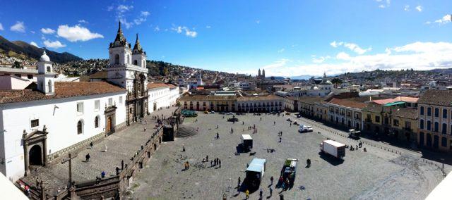 plaza-san-francisco-quito-photo