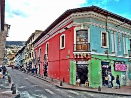 colorful-street-quito-photo