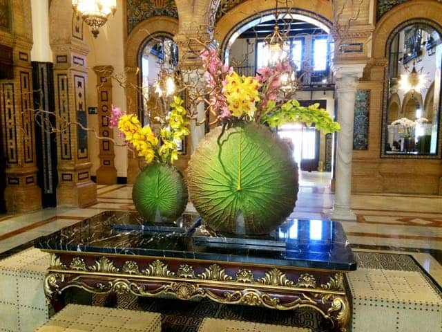 hotel-alfonso-xiii-sevilla-lobby-flowers-photo