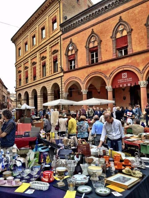 antique-market-piazza-santo-stefano-bologna-photo