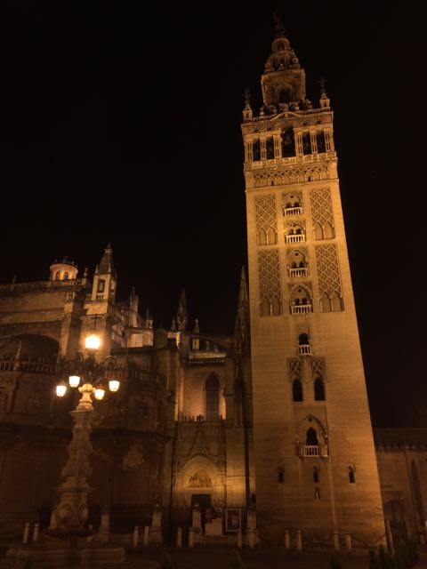 la-giralda-sevilla-evening-photo