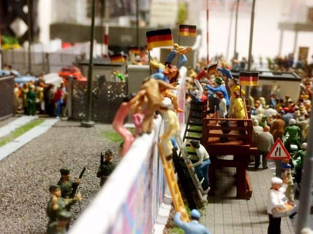 fall-of-berlin-wall-miniatur-wonderland-photo