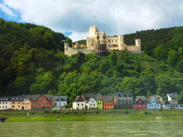 castle-rhine-gorge-photo