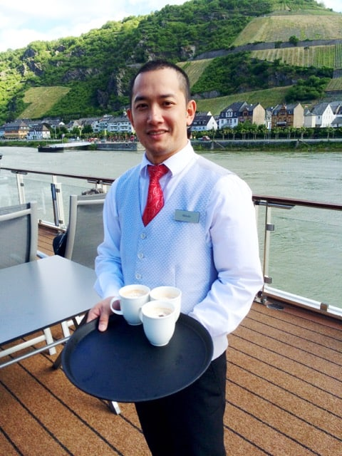 viking-cruises-crew-mani-photo