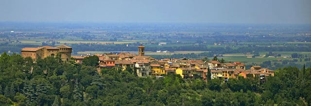 Panoramic view of Dozza (image courtesy of Durelli Massimo - Creative Commons)