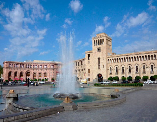 Yerevan-Republic-Square-photo