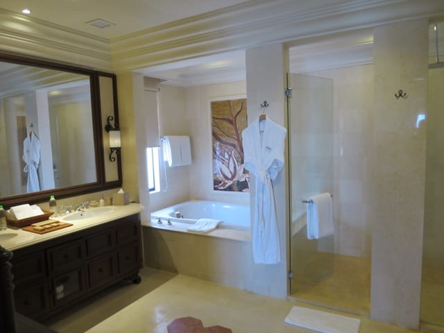 bathroom-presidential-suite-casa-del-rio-melaka-photo