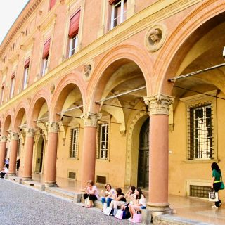 bologna-porticoes-arches-photo