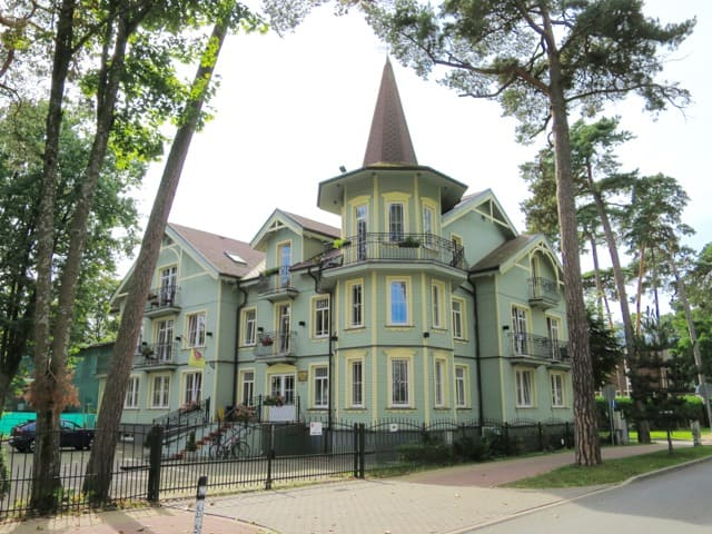 wooden-house-jurmala-photo