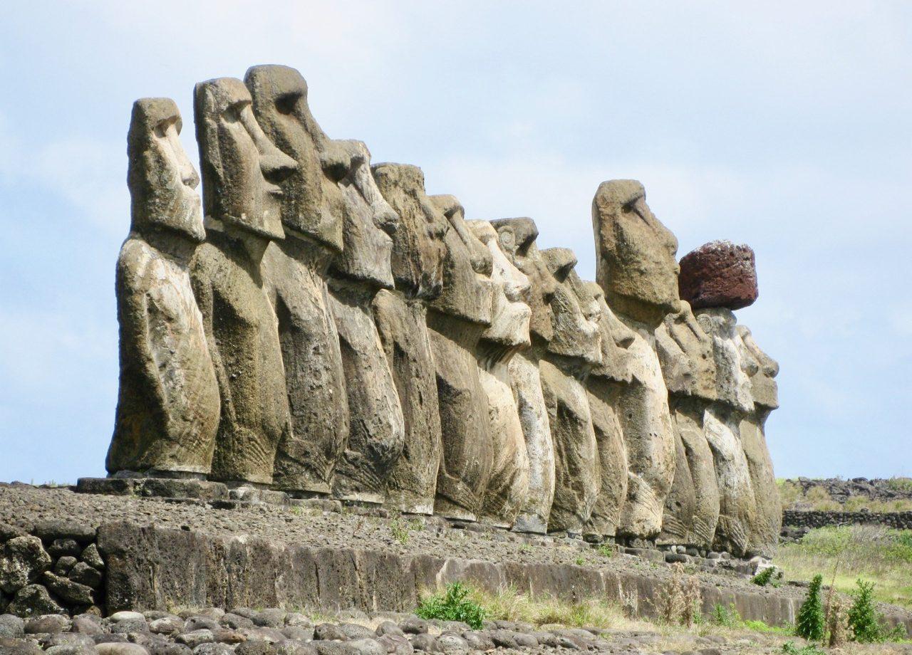easter-island-statues-photo