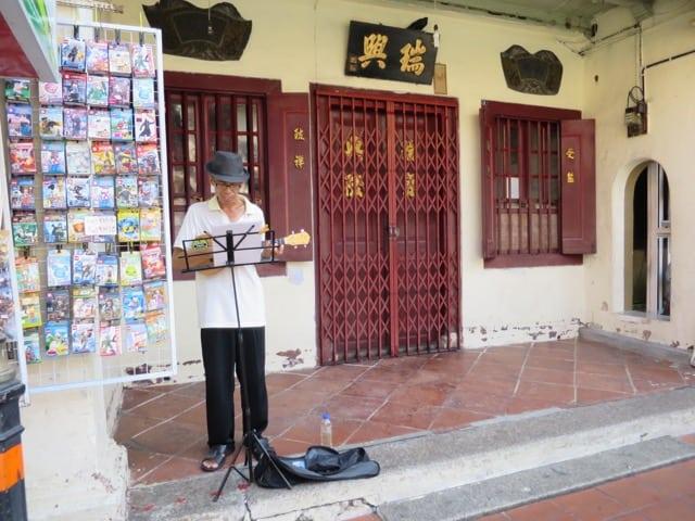 guitar-player-jonker-street-photo