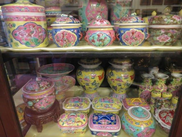 peranakan-antique-porcelain-photo