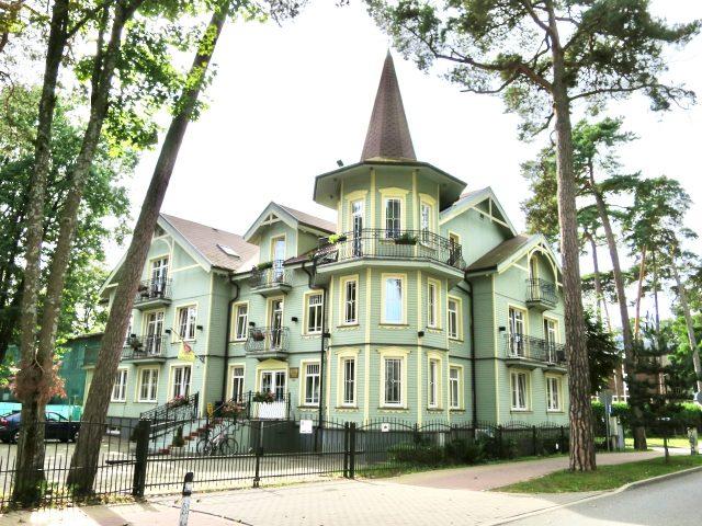 wooden-house-jurmala-photo