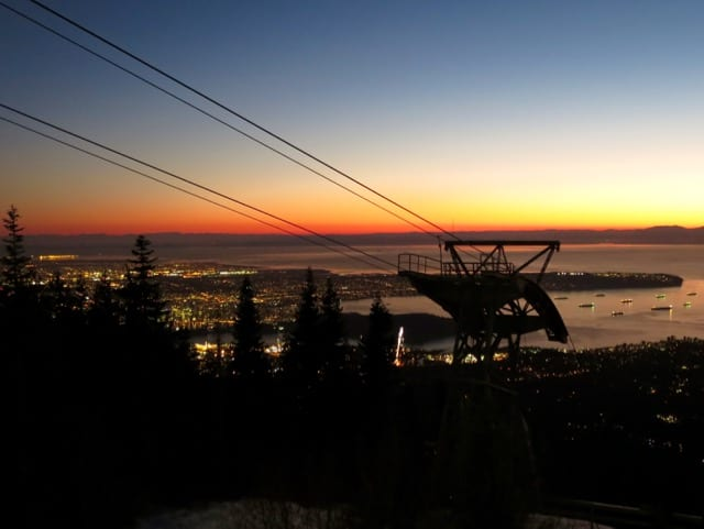 grouse-mountain-night-view-photo