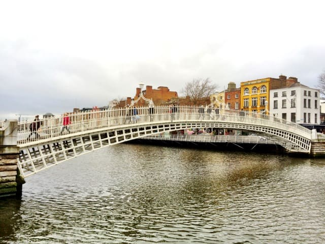 ha-penny-bridge-dublin-photo